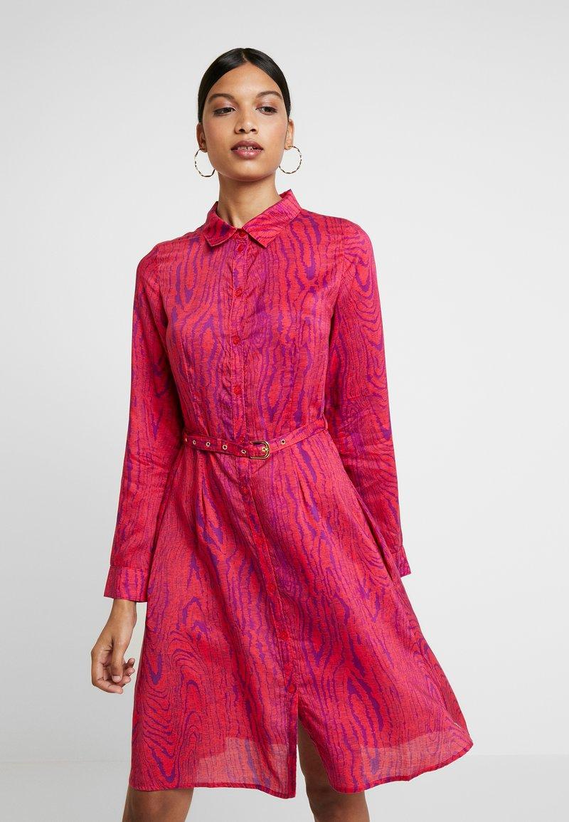 Fabienne Chapot - HAYLEY TIPSY DRESS - Blusenkleid - deep fuchsia/purple