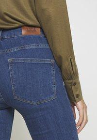 Twist & Tango - JO - Flared Jeans - mid blue - 6