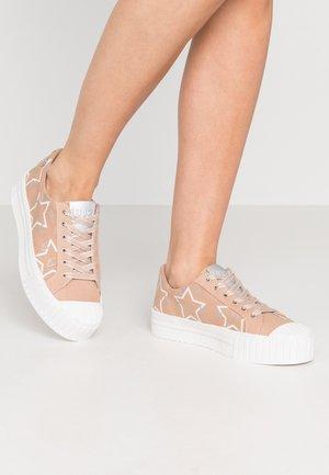 NETTIE - Sneakersy niskie - pink