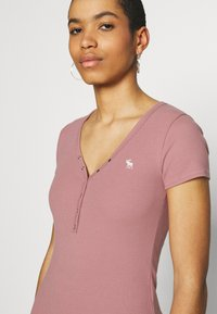 Abercrombie & Fitch - ICON HENLEY 3 PACK - T-shirt - bas - pink/white/navy - 6