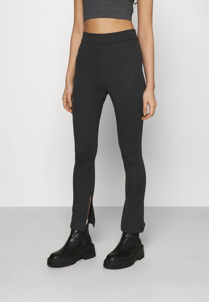 NA-KD - NA-KD X ZALANDO EXCLUSIVE  SIDE SLIT - Leggings - Trousers - grey