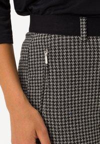 BRAX - STYLE LILLYTH - Trousers - black - 2