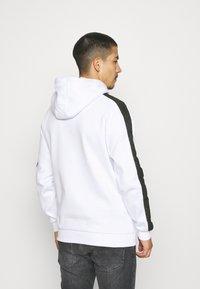Glorious Gangsta - ORTIZ HOOD - Sweatshirt - optic white - 2