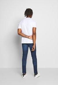 HUGO - DURNED - Print T-shirt - white - 2