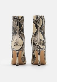 Missguided - SNAKE SQUARE MID STIELLETOE BOOTS - High heeled ankle boots - brown - 3