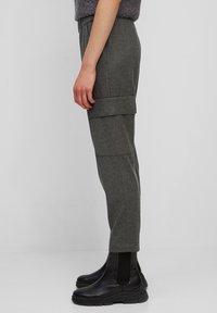 Marc O'Polo - TAILORED JOGG-PANTS AUS VISKOSE-WOLLE-MIX - Cargo trousers - deep stone melange - 3