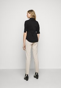 Steffen Schraut - THE ESSENTIAL BLOUSE - Button-down blouse - black - 2