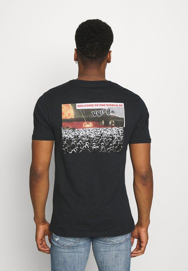 WORLDS COLLIDE - T-shirts med print - black