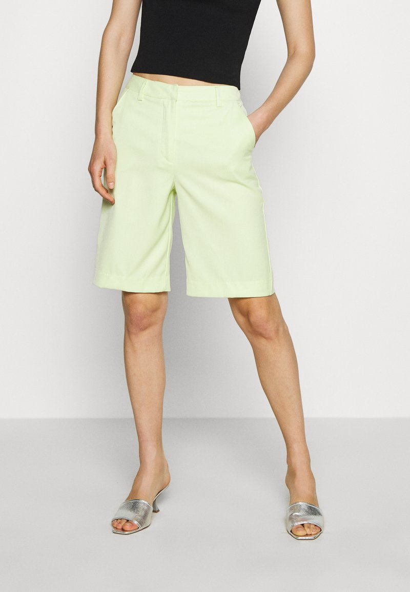 Who What Wear - THE BERMUDA - Shorts - lime