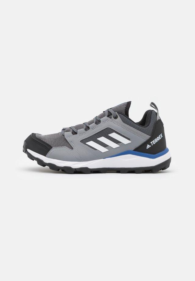 TERREX AGRAVIC TRACEROCKER - Trail hardloopschoenen - grey four/footwear white/grey three
