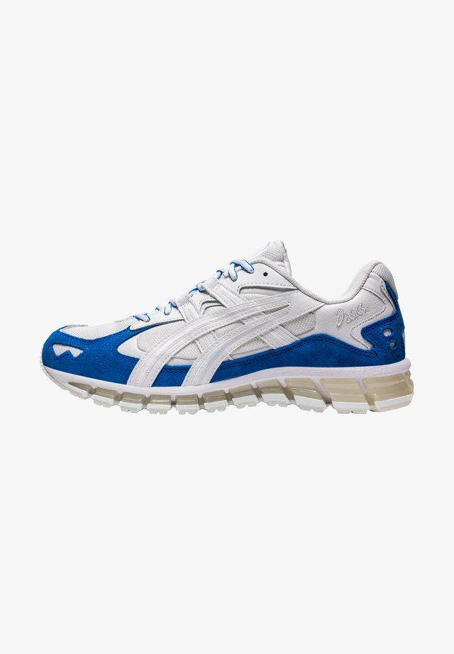 GEL-KAYANO - Baskets basses - white/electric blue