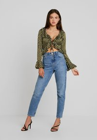 Missguided - POLKA DOT RUFFLE TIE FRONT CROP - Blus - olive - 1
