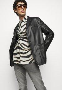 Just Cavalli - Jeans Tapered Fit - black denim - 3