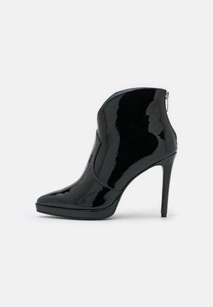 JOZA - Platform-nilkkurit - black