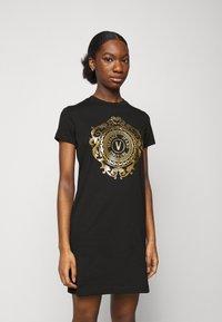 Versace Jeans Couture - Vestito di maglina - black-gold - 0