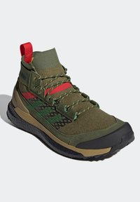 adidas Performance - FREE HIKER BOOST PRIMEKNIT HIKING SHOES - Hikingskor - green - 1