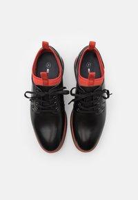 Tommy Hilfiger - LACE UP DERBY - Volnočasové šněrovací boty - black/princeton orange - 3