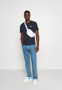 YOURTURN - UNISEX - T-shirt med print - dark blue - 1