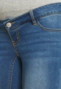 Pieces Maternity - PCMLILA SLIM - Slim fit jeans - medium blue denim - 5
