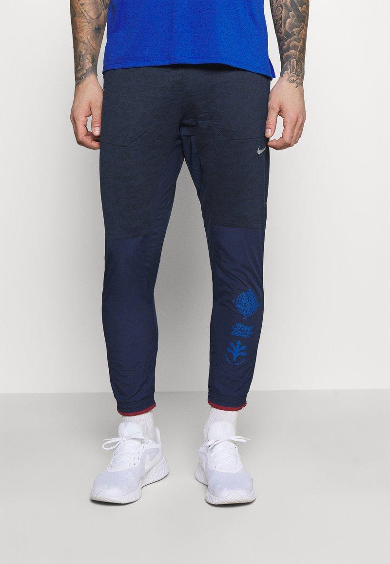 Nike Performance - ELITE PANT - Pantalon de survêtement - midnight navy/reflective silver