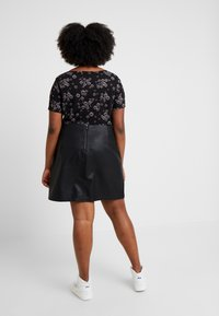 Dorothy Perkins Curve - SEAM DETAIL MINI SKIRT - A-line skirt - black - 2