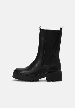 FARIN - Platform boots - black