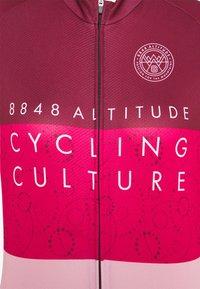 8848 Altitude - EVY BIKE  - Print T-shirt - burgundy - 2