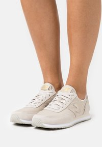 New Balance - WL720 - Sneakers - beige - 0