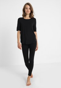 Short Stories - BLACK MATTERS - Pyjama top - black - 1