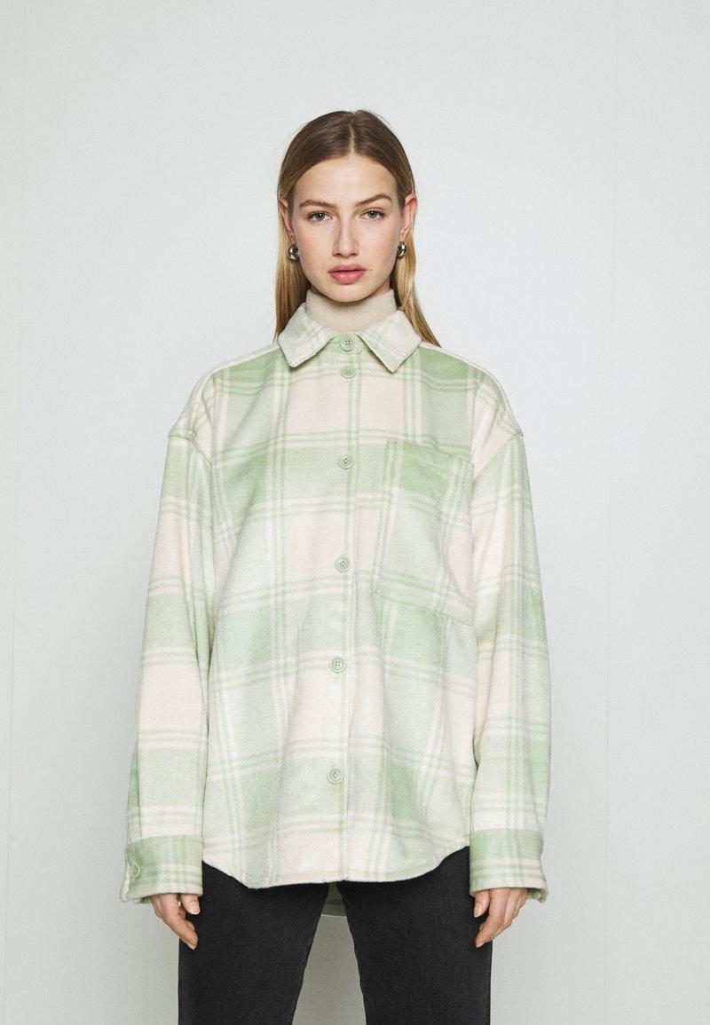 Monki - Skjorte - green