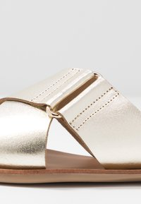 Pieces - PSNEA  - Slippers - gold - 2