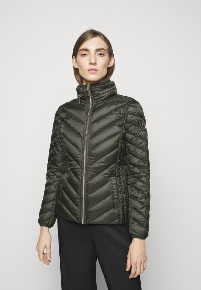 SHORT PACKABLE PUFFER - Piumino - dark olive