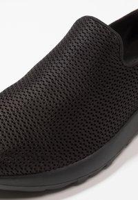 Skechers Performance - GO MAX - Zapatillas para caminar - black - 5