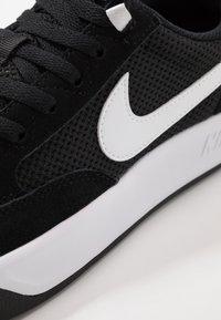 Nike SB - ADVERSARY UNISEX - Skateskor - black/white - 5