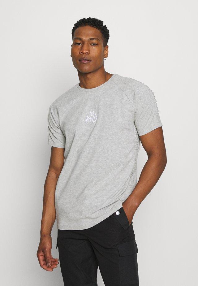 KISHANE TEE - T-shirt print - asphalt/black