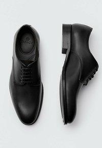Massimo Dutti - Smart lace-ups - black - 3