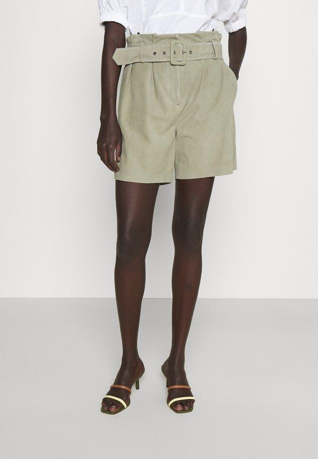 LUXURY - Shorts - jungle