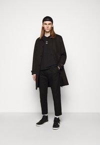Neil Barrett - TRIPTYCH THUNDER EASY - Print T-shirt - black/white - 1