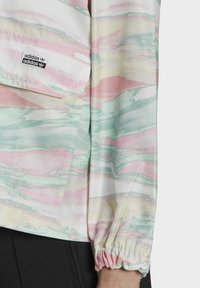 adidas Originals - Let jakke / Sommerjakker - multicolor - 4