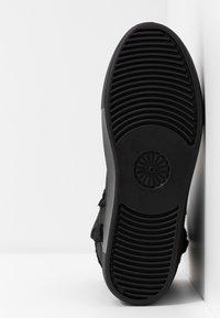 UGG - AIKA - Korte laarzen - black - 6