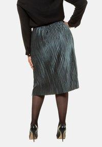 Ulla Popken - A-line skirt - helles petrolgrün - 1