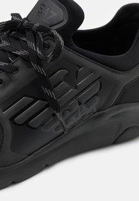 EA7 Emporio Armani - UNISEX - Tenisky - triple black - 5