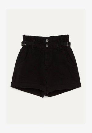 MIT STRETCHBUND UND GÜRTELSCHLAUFEN - Jeans Short / cowboy shorts - black