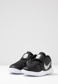 Nike Performance - TEAM HUSTLE - Basketball shoes - black/metallic silver/wolf grey/white - 3