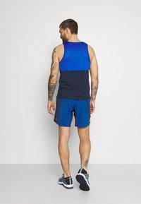 Nike Performance - FLEX STRIDE SHORT - Korte sportsbukser - game royal/silver - 2