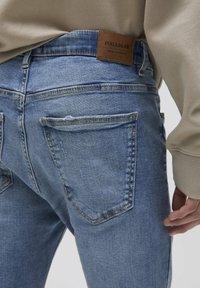 PULL&BEAR - Jeans Tapered Fit - mottled dark blue - 4