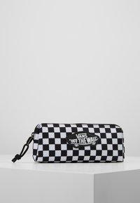 Vans - UY OTW PENCIL POUCH BOYS - Pencil case - black white check - 0