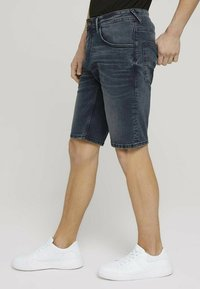 TOM TAILOR DENIM - Denim shorts - blue-black denim - 3