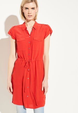 MIT TUNNELZUGBUND - Shirt dress - milky red