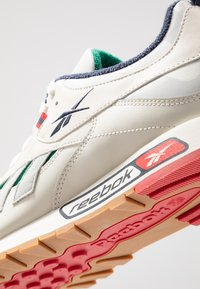 Reebok Classic - CLASSIC LEATHER RC 1.0 LIGHTWEIGHT SHOES - Sneakers - chalk/skull grey/heritage navy - 5